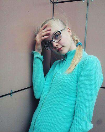 мечты ❤️💭 Весна💐🌷🌿 тепло😍 кайф👍😋 нехолодно Fashion Sweater Day Blond Hair ждулето People Beauty Beautiful Woman очки😎😆✌ лайки жду