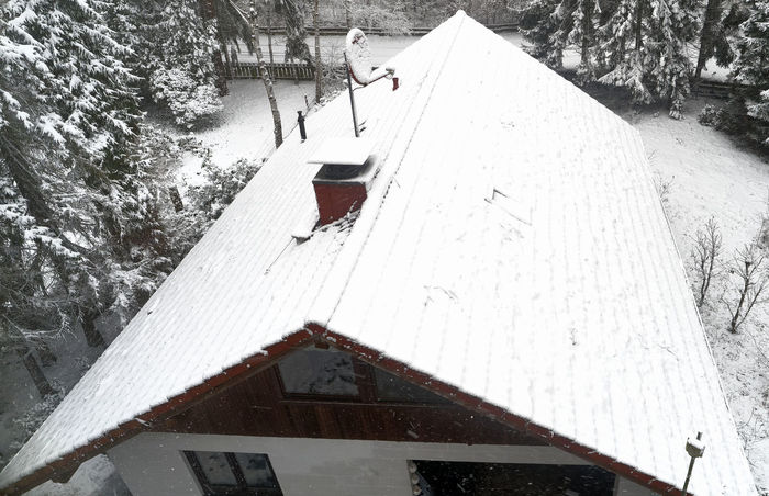 Aerial photo, Small family house in the first snowfall, snow covered roof, house in the forest, drone shot Drone Landscape Family Roof Snow ❄ Aerial Aerial View Architecture Beauty In Nature Building Exterior Built Structure Cold Temperature Day High Angle View House Nature No People Outdoors Snow Snow Covered Snowfall Snowflake Tree Weather White Color Winter
