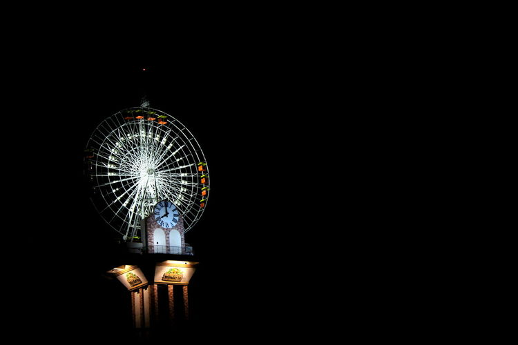wonder la Nightphotography Night View GiantWheel EyeEm Nature Lover EyeEmNewHere Illuminated Decoration Night Lighting Equipment Arts Culture And Entertainment Celebration Glowing