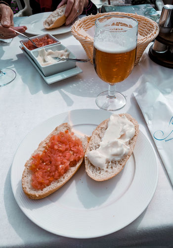 starters Bread Starters Spanish Food Spanish Cuisine Sause Spread Restaurant Eating Outside Sunlit Tablecloth Table White Tablecloth Drink Alcohol Drinking Glass Plate Table City Frothy Drink Close-up Food And Drink Temptation Beer Glass Served Beer Serving Size Beer - Alcohol Pint Glass Prepared Food Indulgence