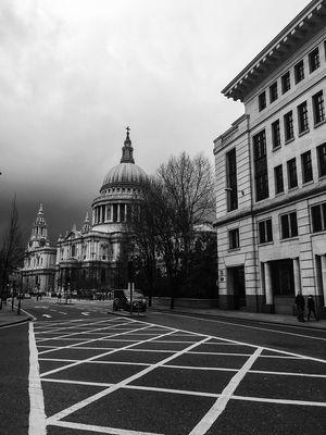 Praying Hanging Out Eye4photography  EyeEm Gallery LONDON❤ Streetphoto_bw EyeEm Best Shots Streetphotography London Blackandwhite Photography Blancoynegro Walking Around