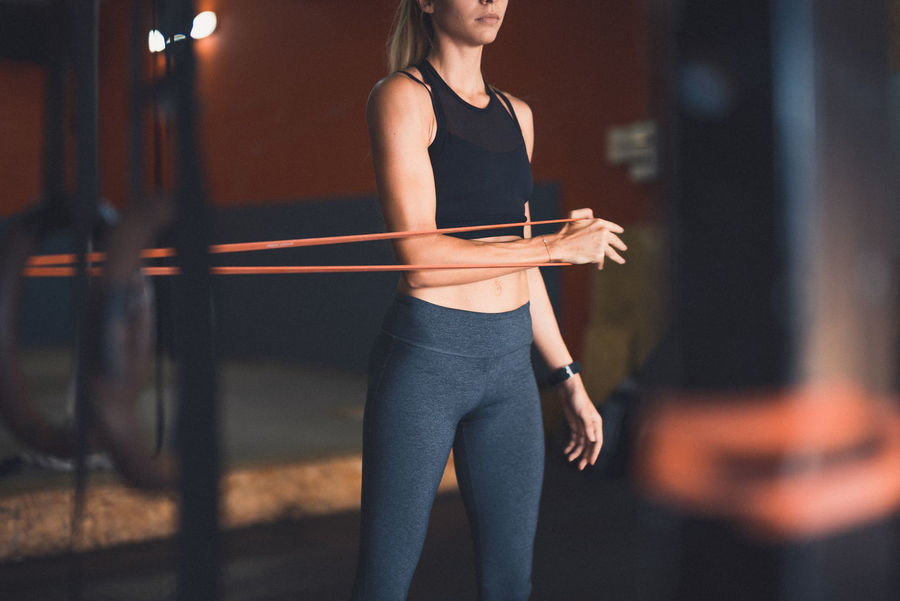 Elastic Band Exercising Indoor Activities Musculation  Squat Blonde Exercising Cross Training Crossfit Crossfit Girl Energy Healthy Lifestyle Kettlebell  Lifestyles Muscular Build One Person Practicing Real People Sport Clothing Sports Clothing Standing Stretching Training Warming Up Weightlifting Workout