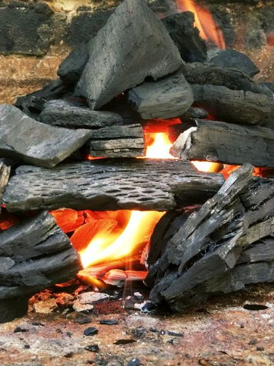 Caliente Carbon Fuego 🔥 Heat - Temperature Fire Burning Fire - Natural Phenomenon Flame Log Firewood Orange Color No People Close-up Bonfire