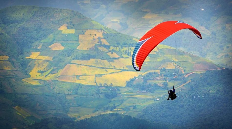 Flying Paragliding Skydiving Transportation Lifestyles One Man Only Day Challenge Outdoors Aerial View Adventure Mid-air People Photoshoot Vietnambeauty Photography Vietnam Trip Vietnamphotography Nature Mountain Yenbai, Vietnam Khaupha