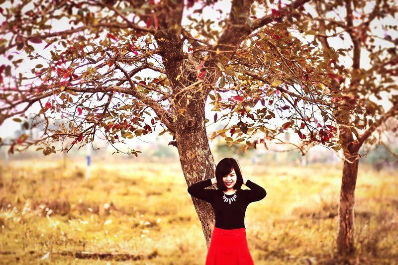 Taking Photos Tree Girl And Tree Enjoying Life Just Smile