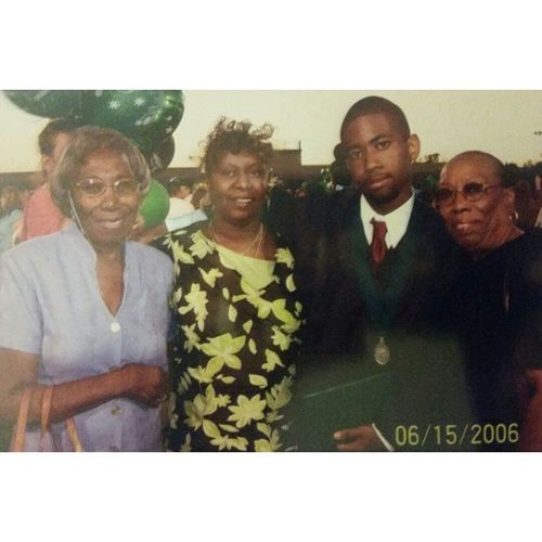 High school graduation with my mom and both of my grandmas. TBT  2006 NogalesHighSchool NogalesNobles Nhs Graduation Highschool HighschoolGrad Throwback Instagay