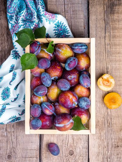 Apple - Fruit Choice Container Day Directly Above Food Food And Drink Freshness Fruit Healthy Eating High Angle View Human Body Part Large Group Of Objects Leaf One Person Plum Purple Ripe Table Variation Wellbeing Wood - Material