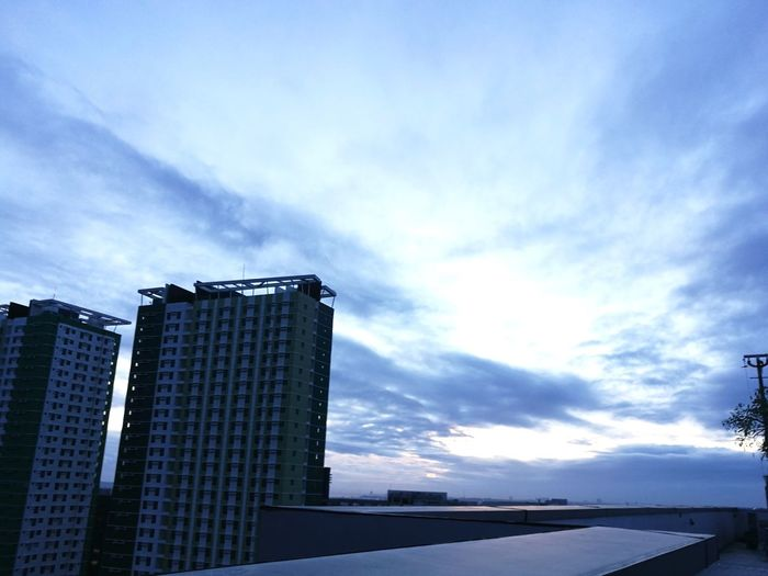 todays sunrise at 5:45am #Sunrise #cloud Obsession #Wednesday #Sunrise Skyscraper Urban Skyline Blue Sky Architecture Built Structure Cloud - Sky Tall - High Office Building High Rise