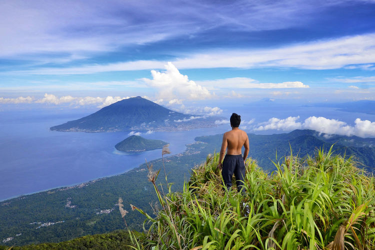 Mount Tidore or Mount Kie Matubu is an inactive volcano in the middle of Tidore the top of Mount Tidore, you can see Ternate Island along with Gamalama Mountain and Maitara Island. EyeEmNewHere Cloud - Sky Mountain Beauty In Nature Nature Outdoors North Moluccas Tidore Island, Molucca Ternate Island, Molucca Kie Matubu Good Morning Blue Sky A New Beginning