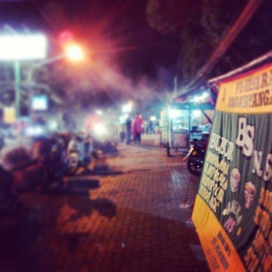 Kuliner malam didepan unpar ciumbuleuit banyak tersedia banyak makanan Kulinerbandung Bandungjuara