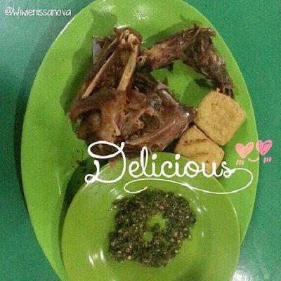 Nom nom.... early dinner time :D Bebekgorengpekanbaru Bebekgorengslamet Kulinerpku Alfanova re_overlays wneoverlays overlays kulinerindonesia kuliner