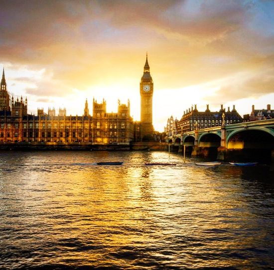 Golden water and sunset at The Houses of Parliment Goldwater Sunset_collection Sunsetreflections Housesofparliament Bigben Thisislondon Goldenhour Cityscapes Britainatitsbest Britishcity