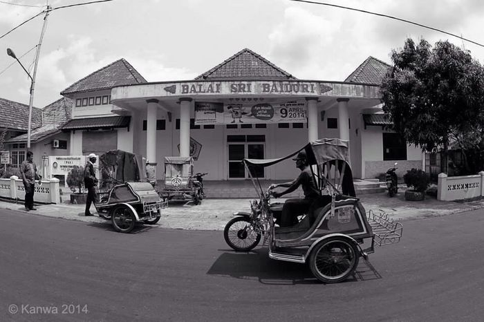 Becak Motor Street Photography Eye4photography  Indonesian Street (Mobile) Photographie Black And White