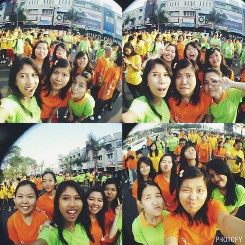 sambil jalan sambil selfie biar sehat ? Our first step for 1 million love ?? Greenwalkselfieshot Selfie Friends Umn