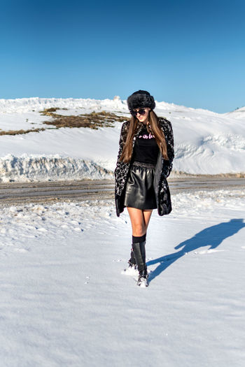 Winter Cold Temperature Full Length Snow One Person Clothing Nature Leisure Activity Day Warm Clothing Front View Young Adult Sky Environment Lifestyles Standing Beauty In Nature Sunlight Real People Outdoors Salt Flat