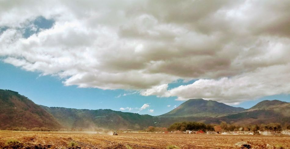 Las praderas de mi pueblo. Mountain Cloud - Sky Landscape Nature Beauty In Nature Agriculture Mountain Range Tranquility No People Rural Scene Outdoors Sky Scenics