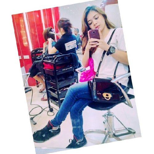 Naki-mirror shot habang nagpapaganda si Madam at Empty ang Cp ko. Hahaha. Lovethisday GirlBonding Afterstressweek WithAnaGirl