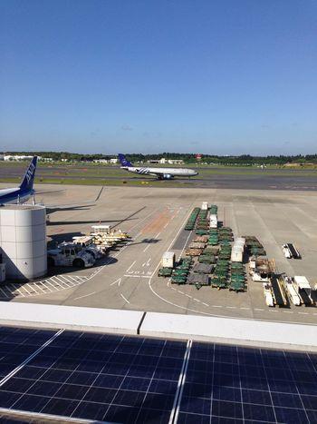 久々の第1からの出発。チェックインが始まってないので展望台で Airport