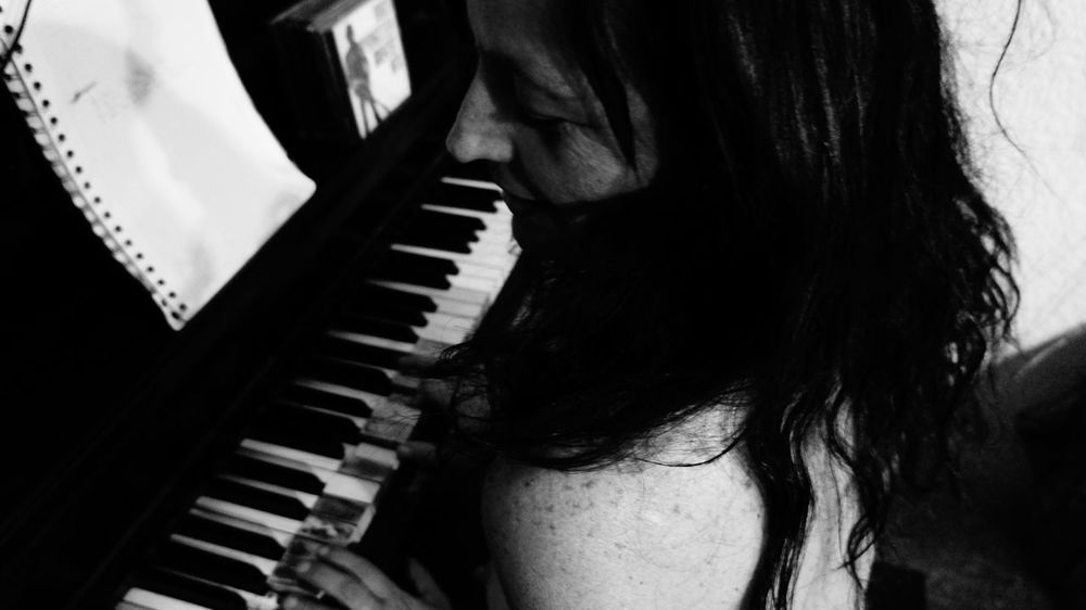 One Person One Woman Only Music Musical Instrument Creatividad Especial 😊 Inspiración. Piano Lover Piano🎶 Close-up People Indoors  Adult Only Women Adults Only One Young Woman Only Young Adult Young Women Day