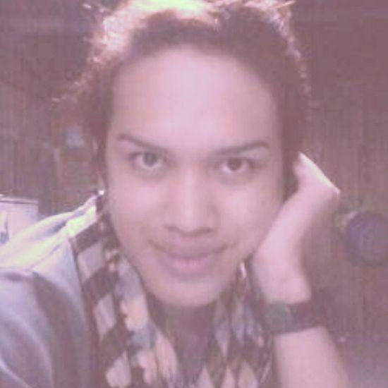 A selfie mode !!! Nothingtodo Walalang Nightfun Picturepicture selfie frontline looking smile noynoying
