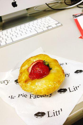 イチゴとマスカルポーネチーズのパイです♪ 美味しくいただきました。* ゚ + 。・゚・。・ヽ(*´▽`)ノ EyeEm OneCam Sweets Coffee Break