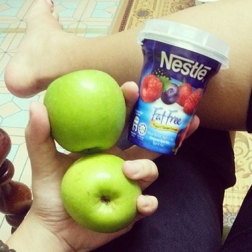 Yougurt and two green apple after workoutSquat 16more daysFighting♥♥