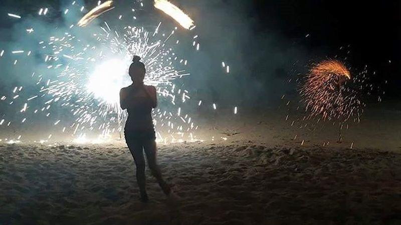 Burning like a fire gone wild on Saturday. 😚 😚 😚 Firedancer Summerlovin Screwthefilter Avicci BEACHPLEASE