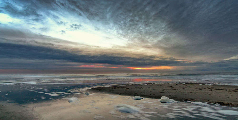 -Wet feet-- Atmospheric Mood Beach Beach Life Beach Photography Beachphotography Cloud Cloud - Sky Cloudy Dramatic Sky Horizon Over Water Life Is A Beach Outdoors Sea Shore Sky Sunset Tranquil Scene