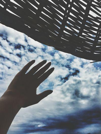 Gökyüzüne dokun. Dream Clouds And Sky Touch The Sky Beach Umbrella Beach Umbrella My Hand  Hand Endless Endless Sky Endlesssummer Endlessblueskies