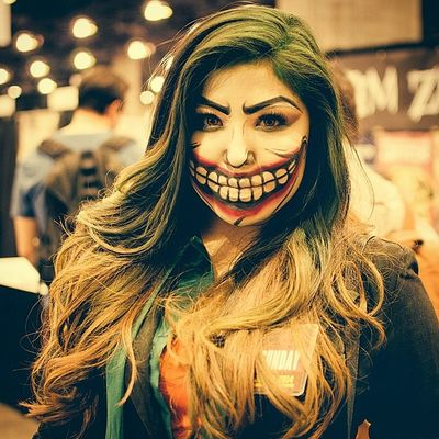 Editing pictures I couldn't wait, I had to post this one. Too bad having to crop it.. 💥 She had an awesome Joker style. Phoenixcomiccon Phoenixcomicon Phoenixcomiccon2014 phoenixcomicon2014 phxcc batman darkknight jokersmile
