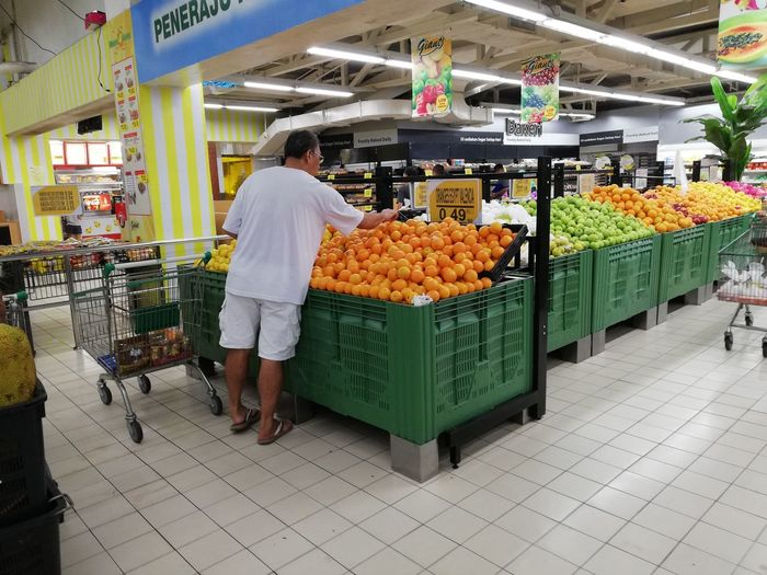 Stalls Stalls At Sunday Market Stall Orange Orange Color One Person Man Shopping Wet Market Buying Orange