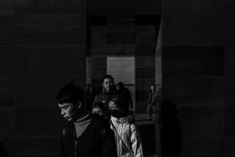 Nanjing China Amazing Streetphoto Bnw Streetphotography ASIA Blackandwhitephotography Bw_world Pretoebranco City Blackandwhiteworld 🎈👻 Bw_collection Bwphotography Urban Blackandwhite Photography Bnw_captures People Young Adult Real People The Street Photographer - 2018 EyeEm Awards
