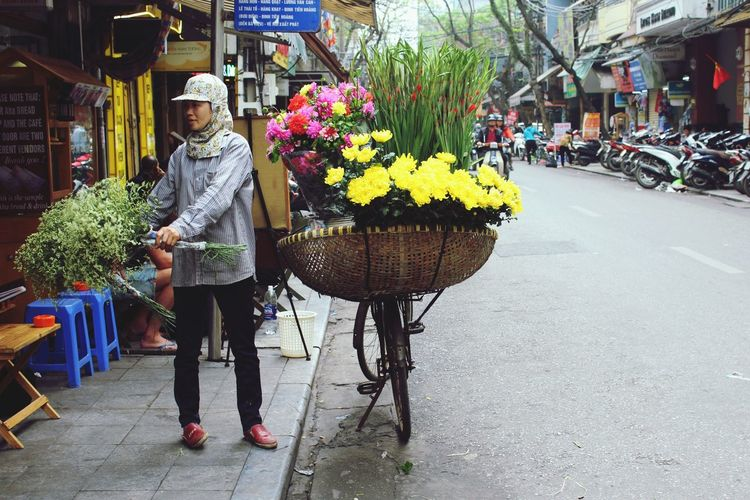 The Street Photographer - 2016 EyeEm Awards Street bike flower seller. Streetphotography Street Woman At Work Woman Bike Flowers Hanoi Vietnam Street Life Streetview Feel The Journey The Color Of Business Women Around The World Focus On The Story Small Business Heroes