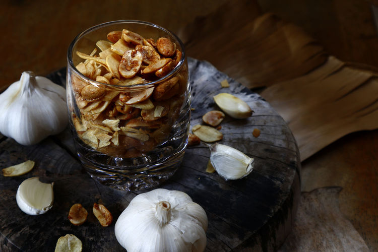 toasted peanuts and garlic chips Food Snack Time! Snacks! Peanuts Peanut Nuts Chips Health Diet Nutrition Roasted Taste Flavor Ingredient Textured  Salt Salty Studio Shot Close-up Food And Drink Garlic Bulb Garlic Clove