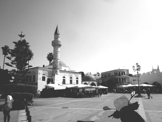 🇬🇷 Well, thank you, people from Kos, for turning a religious building into a café and souvenir shops. // Thats the main plaza of Kos town, there are in total two mosques with minaret from the ottoman empire in Kos town, both were turned into souvenirshops and cafés. That's imo disrespectful. Minaret Blackandwhite Black And White Black & White Bw_architecture Architecture_collection Architecture_bw Mosque Kos, Greece Main Plaza Plaza Greek Style Ottoman Style Religion Travel Destinations Old Buildings Old Mosque Melancholic Landscapes Monochrome Photography Monochrome Madness