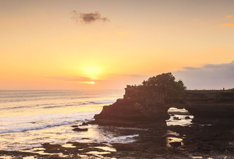 Sunset at Batu Bolong & Tanah Lot - Bali, Indonesia ASIA Bali, Indonesia EyeEmNewHere Pura Tanah Lot Bali, Indonesia Batu Bolong Temple Beach Beauty In Nature Day Horizon Over Water Idyllic Nature Orange Color Outdoors Rock - Object Scenics Sea Sky Sun Sunset Tranquil Scene Tranquility Travel Destinations Water Wave