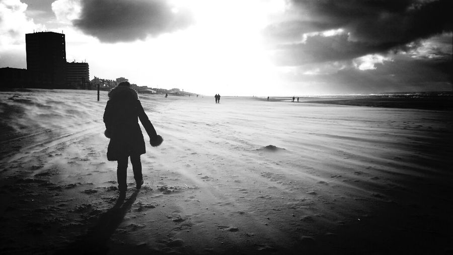 walking down the beach, fresh air..with my love XoXo Beach Photography Street Photography Black And White Photography Mylove ❤️