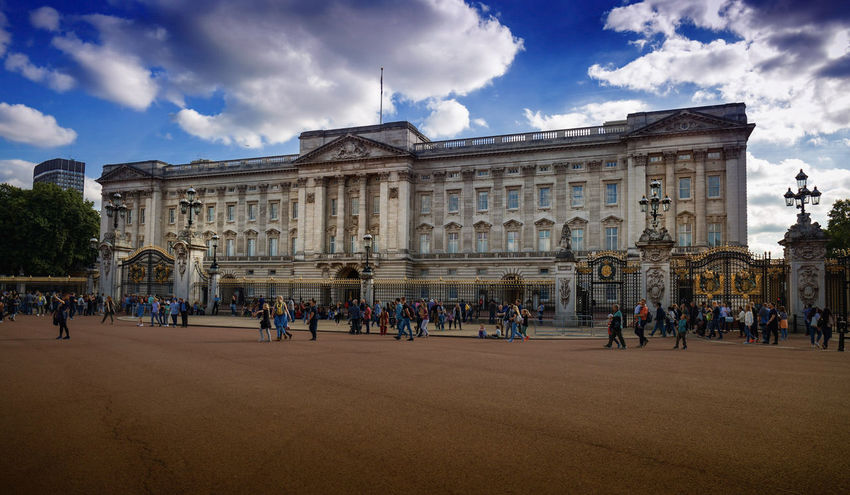 Jer Majesty wasn't in when I popped by! Architecture Travel Destinations Cloud - Sky Built Structure History Sky Large Group Of People Outdoors Politics And Government People City Canon5dmarkiv Excitement Architecture Royal Palace Palace Statue Enjoyment Day Building Exterior City London Canon Canonphotography Urban Skyline