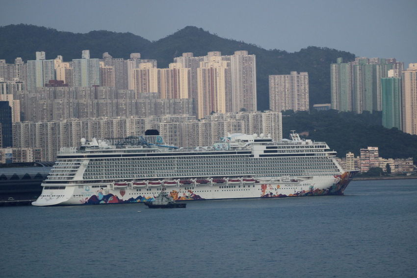 Cruise Ship Hong Kong Harbour Skyline Tourist Attraction  Aida Cruise Ship Boat Cruise Fisherman Boat Skyscraper Tourist Boat Trip Towboat Tugboat Waterfront