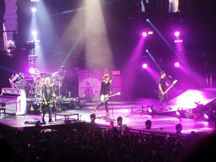 2 weeks ago and it was just amazing *-* Taking Photos 5SOS 5 Seconds Of Summer Sounds Live Feels Live Hamburg Barclaycardarena Slfltour Music Love ♥ Love Fangirl Concert Live Music Lights Boys Arena
