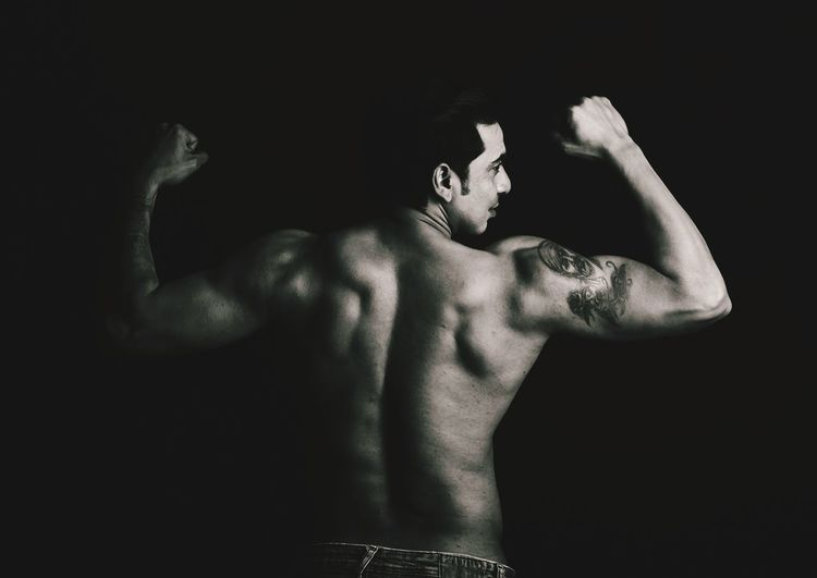 Dapper First Eyeem Photo Black Background Human Back Muscular Build Back Men Human Hand Shirtless The Human Body Portrait Studio Shot Sweat Push-ups Cross Training Treadmill Barbell Weights Weight Training  Weightlifting Bicep Flexing Muscles Abdominal Muscle Human Muscle Masculinity Body Building Talcum Powder Body Paint Shoulder