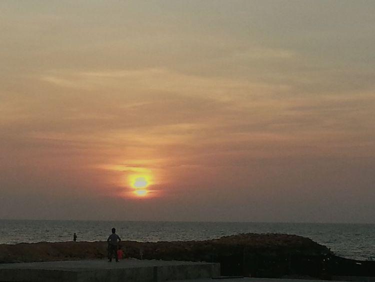Atardecer 17 julio 2015 Relaxing Taking Photos Life Is A Beach Tunel De Crespo Construction Desde Mi Ventana... People Watching