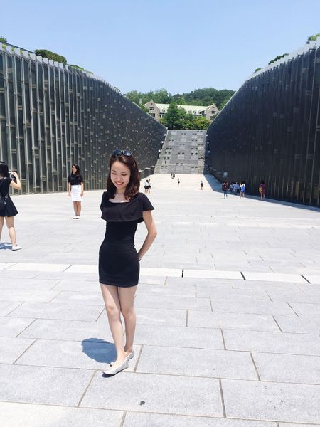 Enjoy every moment!!! Stay happy :3 Ewha Womans University Trip Photo Photography Sun Sunshine Happy Happiness Exploring Lifestyles Enjoying Life Adventure Culture Discovering Memories Fabulous Good Afternoon! Siuyu Be Yourself Think Like A Boss Ootd