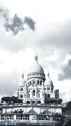Cityscapes Paris ❤ Chilling Nice Day Mobile Photography Black & White Enjoying Life Clouds And Sky