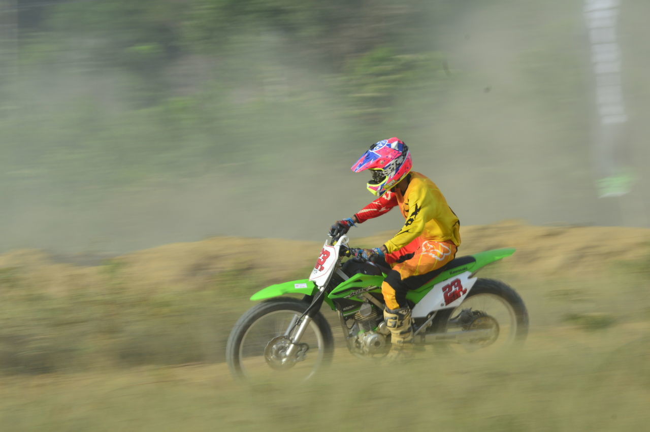 speed, motion, riding, real people, transportation, land vehicle, motorcycle, headwear, blurred motion, helmet, one person, men, mode of transport, day, full length, outdoors, sports race, lifestyles, adventure, sports clothing, motocross, nature, people