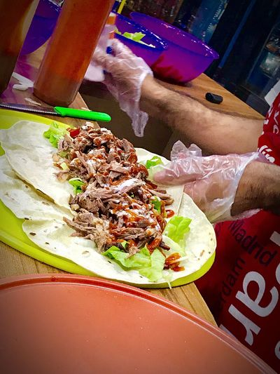 Arabian Shawarma Arabian Food Confortfood Check This Out Preparation  Serving Size Shawarmafan Shawarma Food Food And Drink Freshness Ready-to-eat Indoors  Indulgence Serving Size Close-up No People Gourmet Appetizer Temptation Healthy Eating Meal Homemade Food Styling Healthy Lifestyle