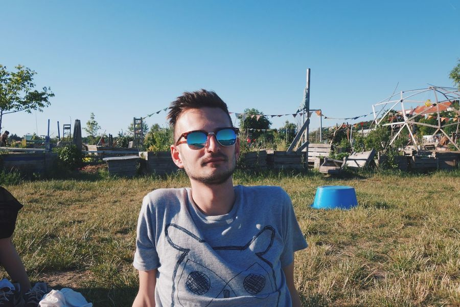 Casual Clothing Chilling Clear Sky Day Front View Leisure Activity Lifestyles One Person Outdoors Portrait Real People Sitting Sunglasses Tempelhofer Feld Young Adult