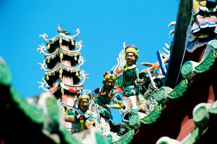 Chinese Pottery Taiwanese Temple Chinese Culture Koji Pottery From The Rooftop Film Photography Taiwan Style Rooftop Beautiful Taiwan Hestoricall Building Altars