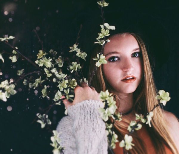 Green flowers👌🏼 Portrait Flower Nature Beauty Girl Model Art Fashion Creative Cute Clothes Makeup Pretty Popular Photos Photographer Hairstyle EyeEm Best Shots EyeEm Best Edits OpenEdit The Artsy Lens Flares