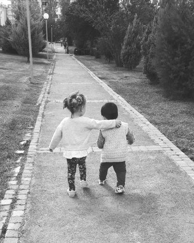 Friendly Tree Child Full Length Childhood Friendship Togetherness Back Females Girls Boys
